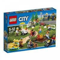 Пластмассовый конструктор LEGO City Веселье в парке для жителей города (60134)